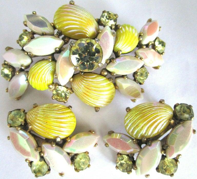Modernist Designer Schiaparelli Lemon Yellow Glass Shell Brooch Pin and Earrings  For Sale