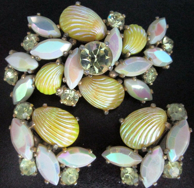 Mixed Cut Designer Schiaparelli Lemon Yellow Glass Shell Brooch Pin and Earrings  For Sale