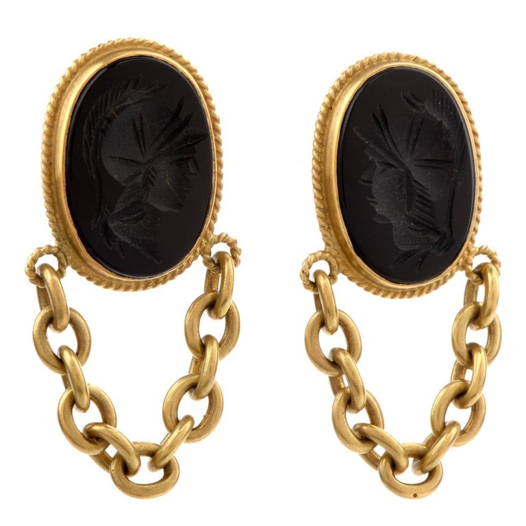 These chic  Vahe Naltchayan 1990's onyx carved earrings are crafted with 18-karat yellow gold, weighing 31.9 grams and measuring 50mm long x 21mm wide. Exposing a pair of bezel-set oval shaped onyx, carved with silhouettes of Roman soldiers.