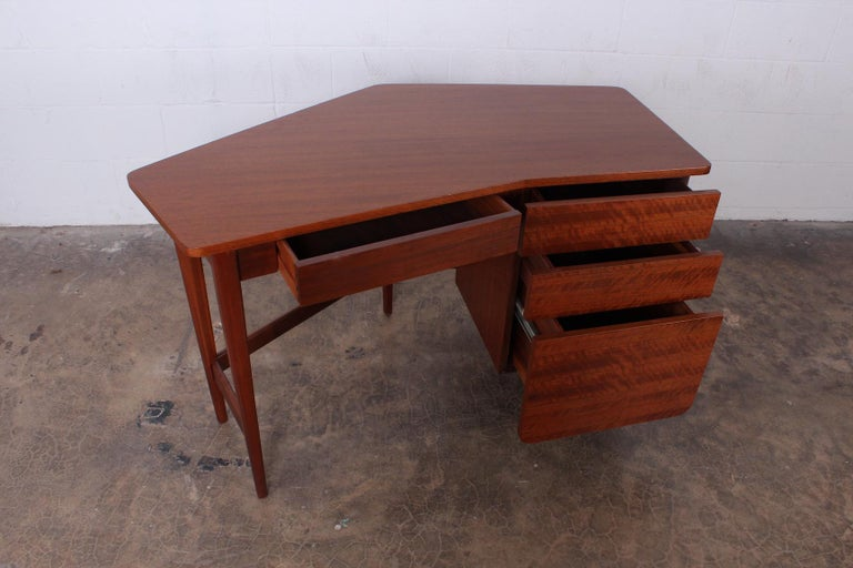 Desk by Bertha Schaefer for Singer and Sons In Good Condition For Sale In Dallas, TX