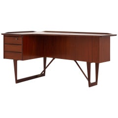 Desk by Peter Løvig Nielsen