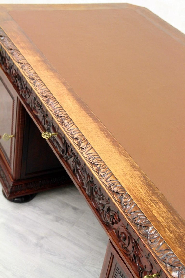 Antiker Herrenzimmer Schreibtisch mit Klauenfüßen 11