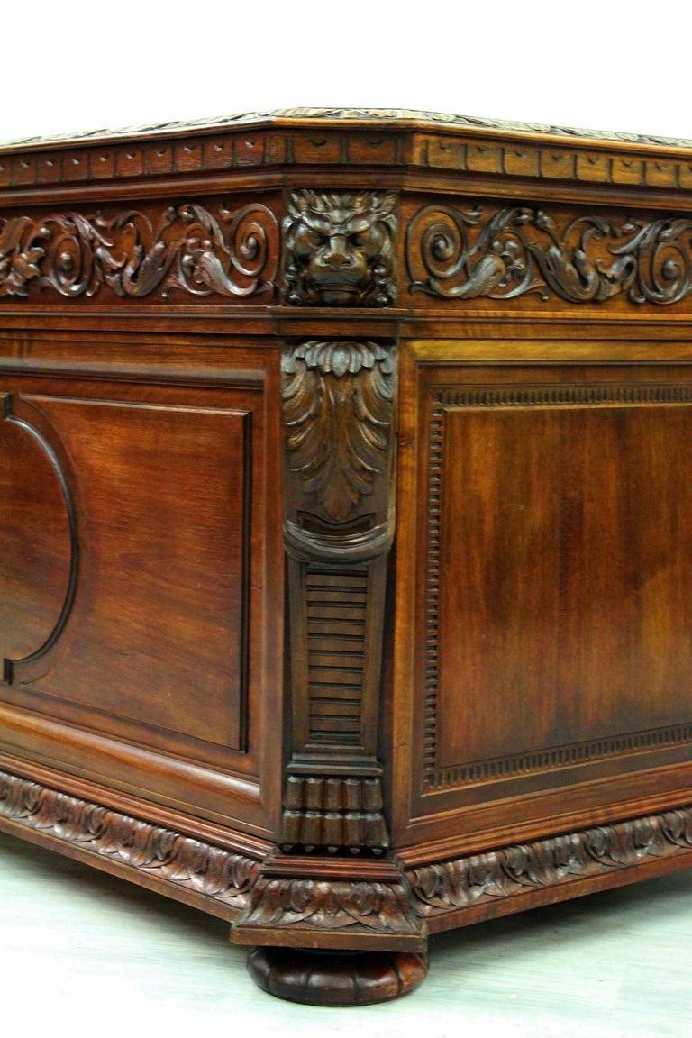 Antiker Herrenzimmer Schreibtisch mit Klauenfüßen 2