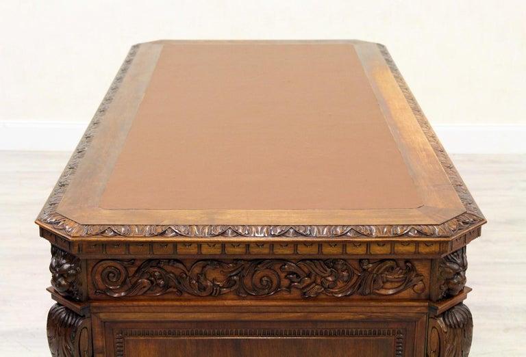 Antiker Herrenzimmer Schreibtisch mit Klauenfüßen 3
