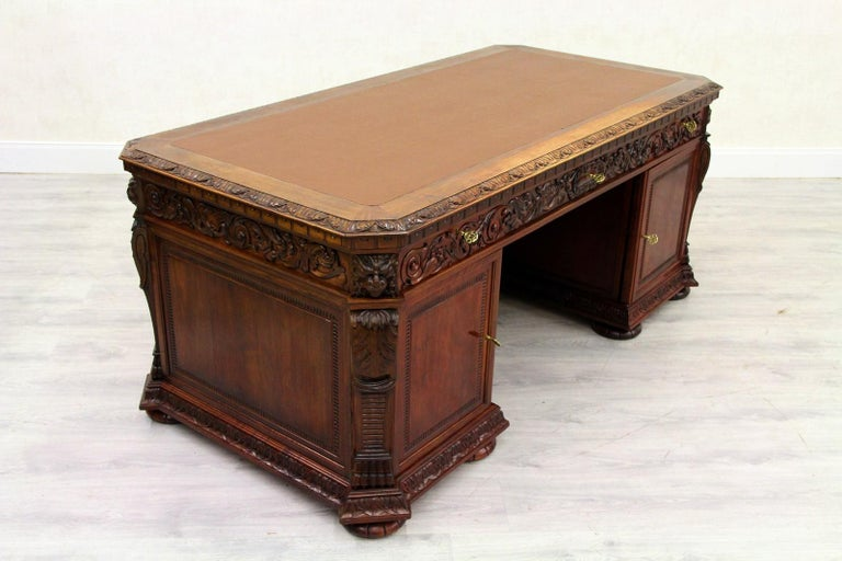 Antiker Herrenzimmer Schreibtisch mit Klauenfüßen 5