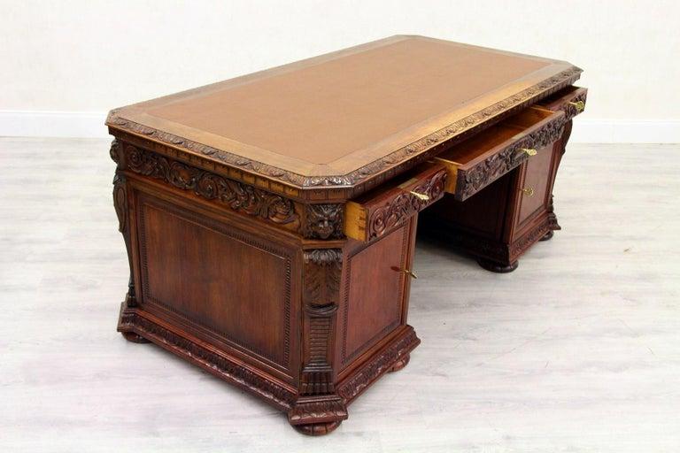 Antiker Herrenzimmer Schreibtisch mit Klauenfüßen 7