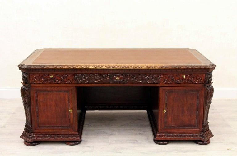 Antiker Herrenzimmer Schreibtisch mit Klauenfüßen 8