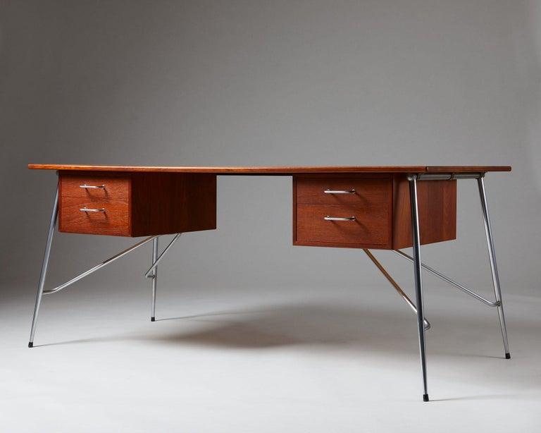 Mid-Century Modern Desk Model 202 Designed by Börge Mogensen for Söborg Möbelfabrik, Denmark, 1953 For Sale
