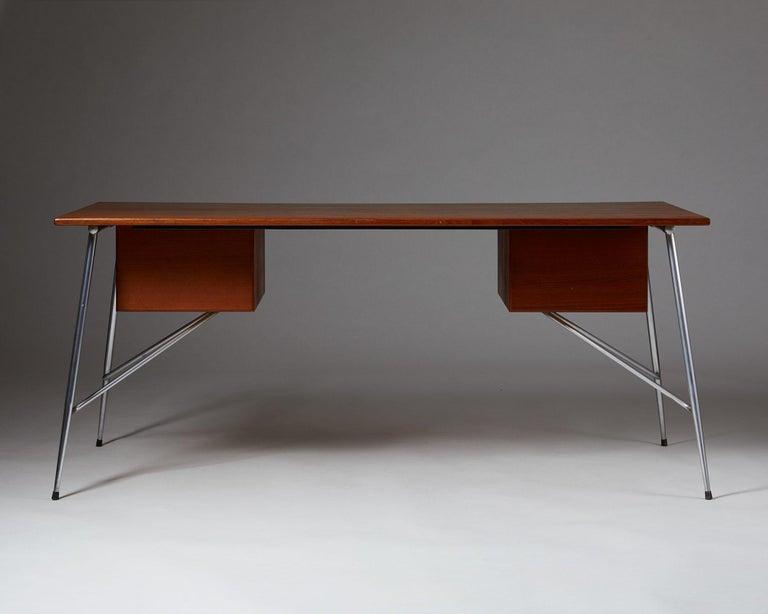 Desk Model 202 Designed by Börge Mogensen for Söborg Möbelfabrik, Denmark, 1953 In Good Condition For Sale In Stockholm, SE