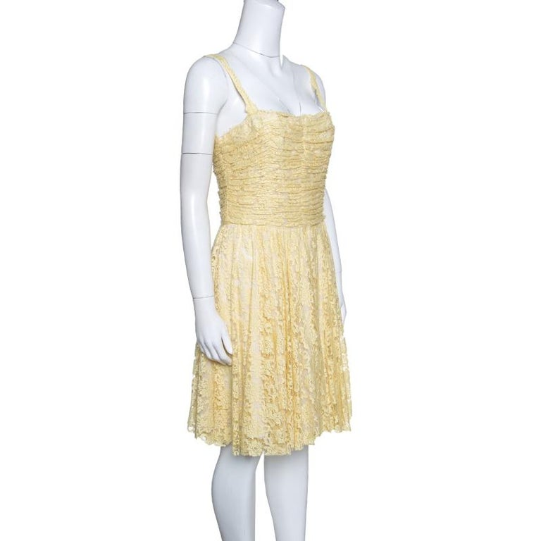 This dress from D&G is as delighting as it is gorgeous and stylish at the same time. Made from quality fabric, the floral lace dress flaunts a ruched bodice and a skirt that falls to the knees. Designed to perfection, this yellow dress will look
