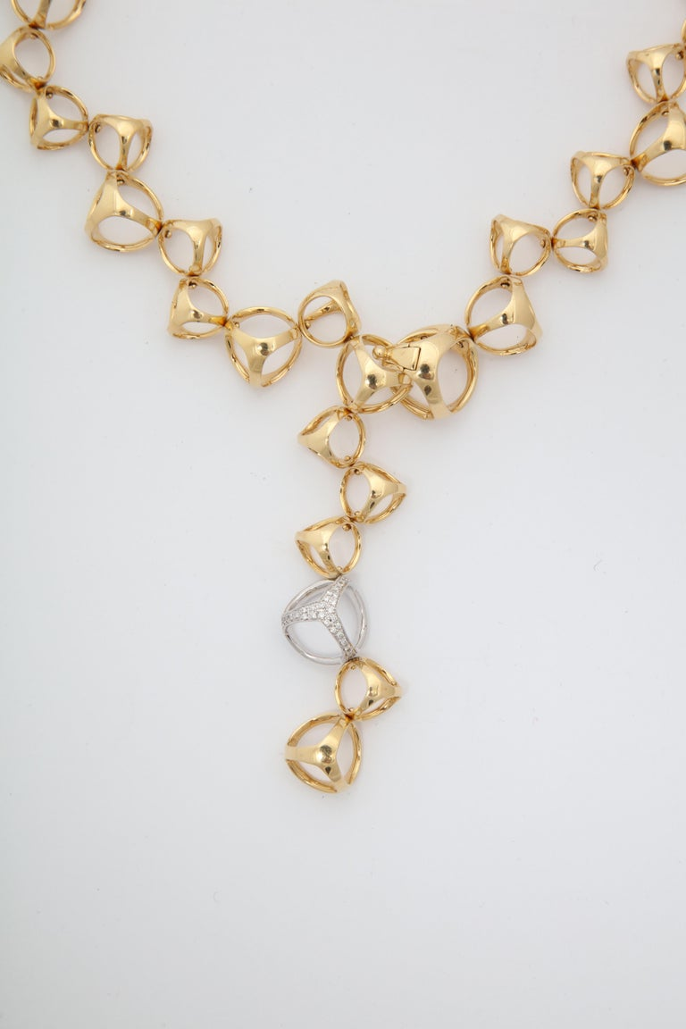 Round Cut Di Modolo 1990s Triada Clasp Diamond and White and Gold Open Link Necklace For Sale
