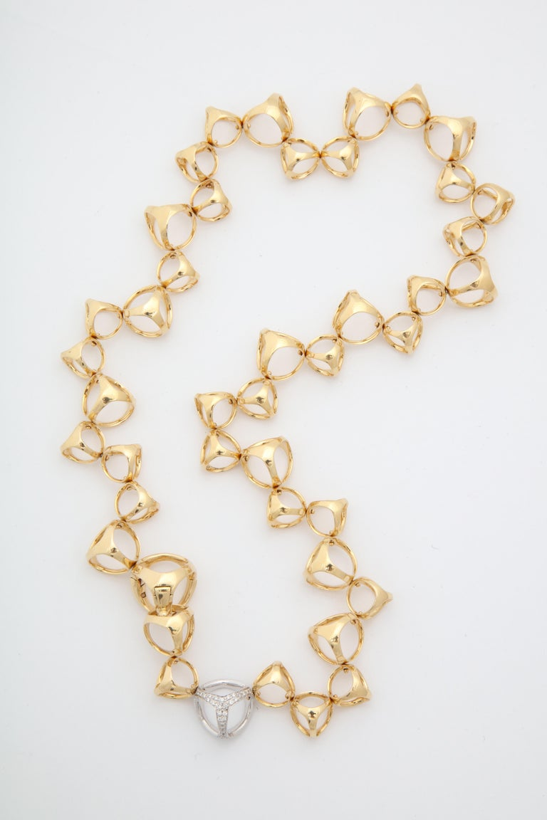 Di Modolo 1990s Triada Clasp Diamond and White and Gold Open Link Necklace In Good Condition For Sale In New York, NY