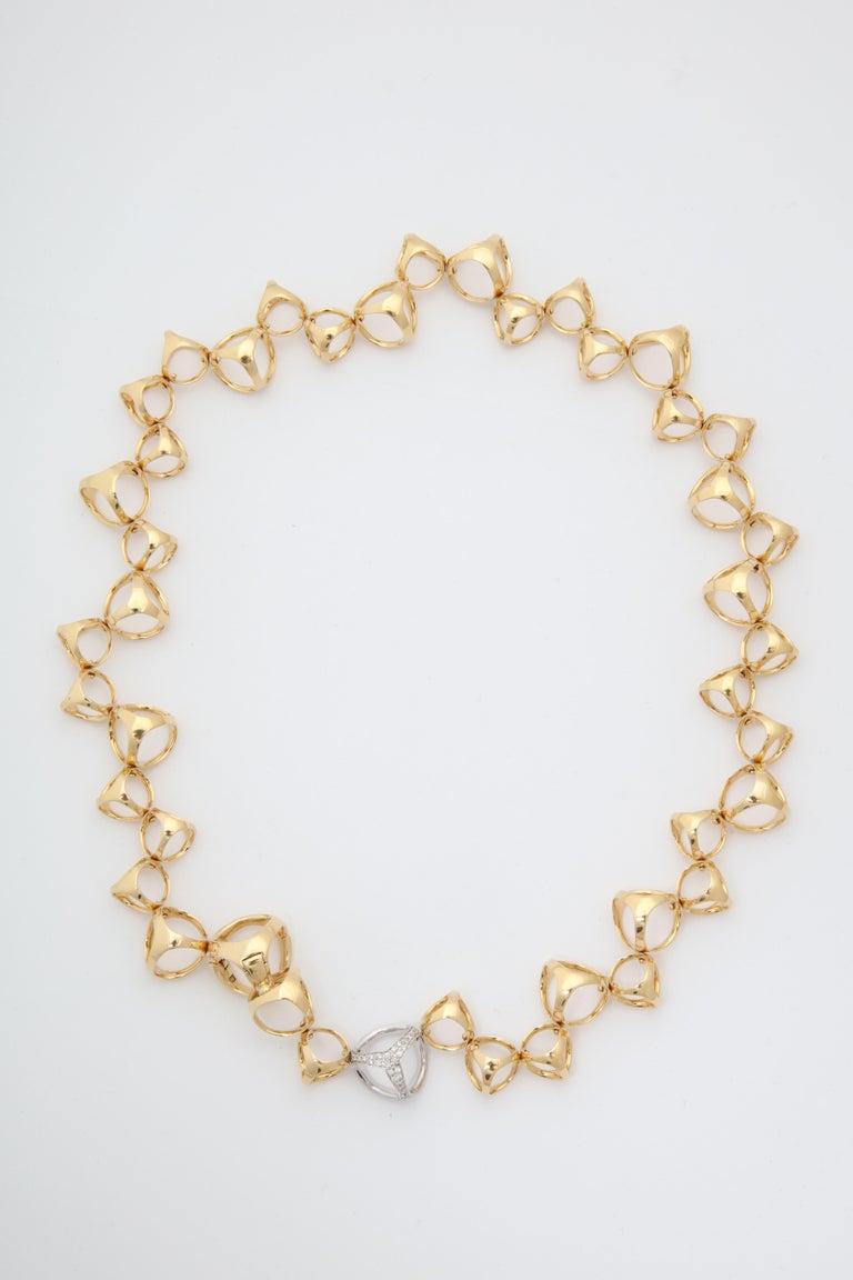 Women's Di Modolo 1990s Triada Clasp Diamond and White and Gold Open Link Necklace For Sale