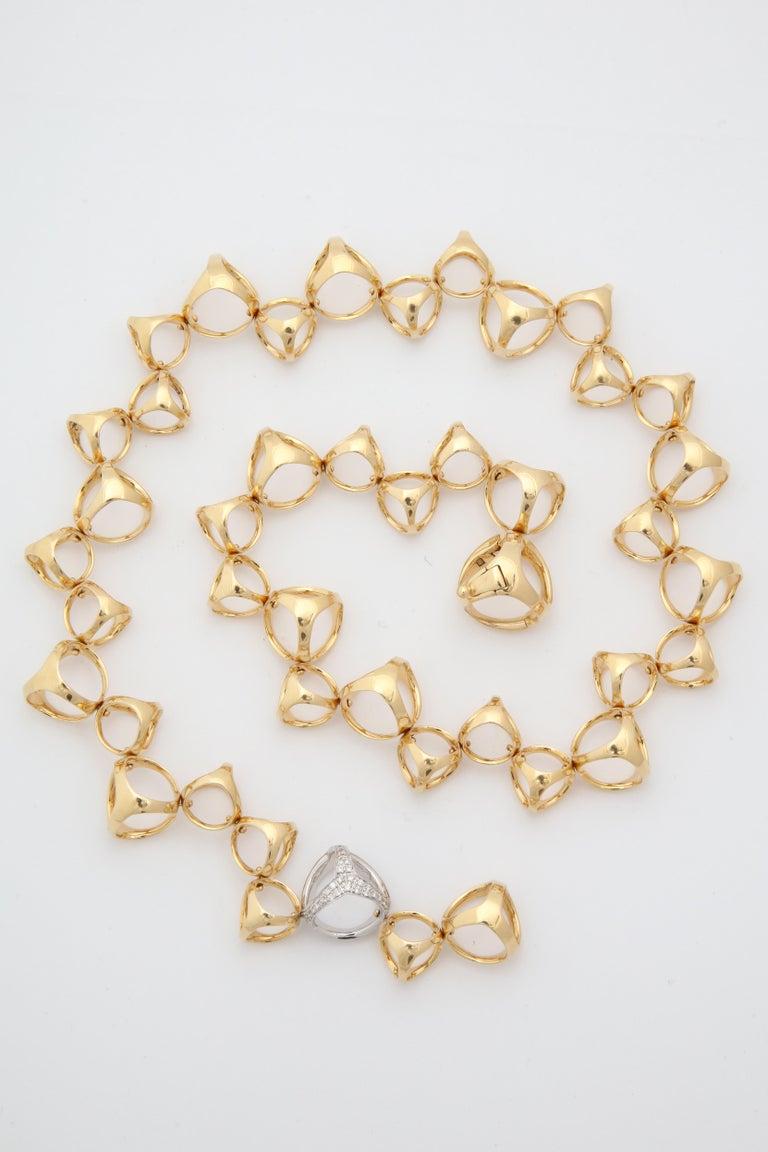 Di Modolo 1990s Triada Clasp Diamond and White and Gold Open Link Necklace For Sale 1