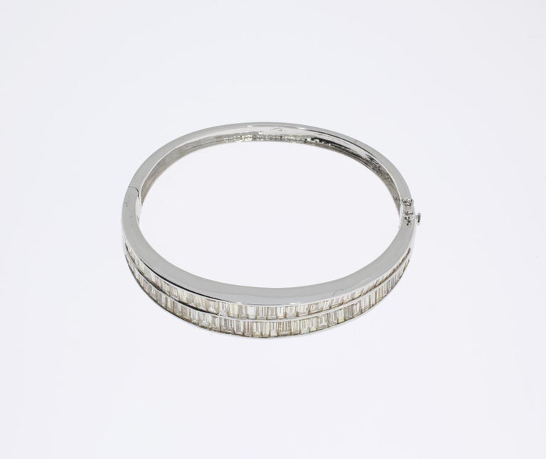 Women's Diamond 18 Carat Gold Bangle Bracelet For Sale