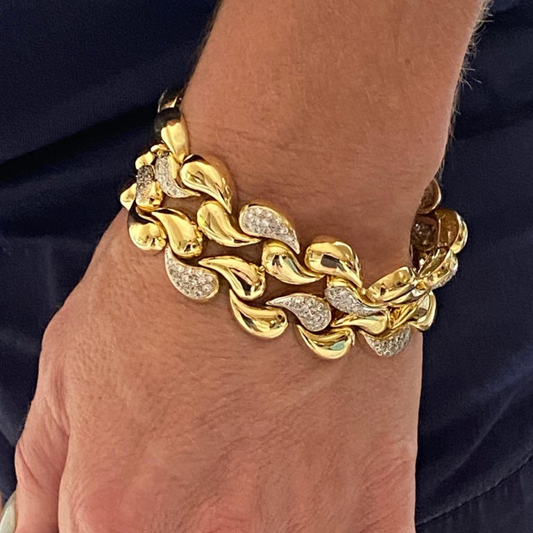 Round Cut Diamond 18 Karat Yellow Gold Wide Infinity Link Vintage Bracelet Hidden Clasp For Sale