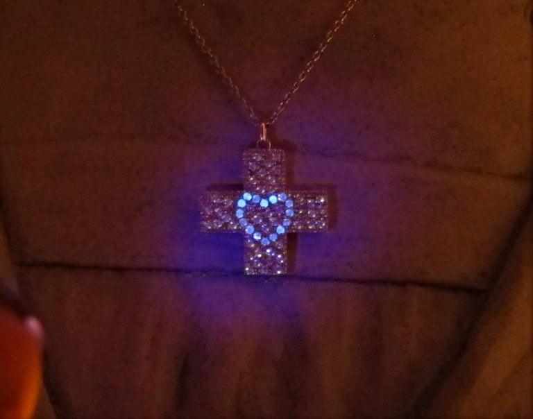 Contemporary Diamond 18ct Yellow Gold Cross Pendant Love Heart Magic DIAMONDS in the SKY