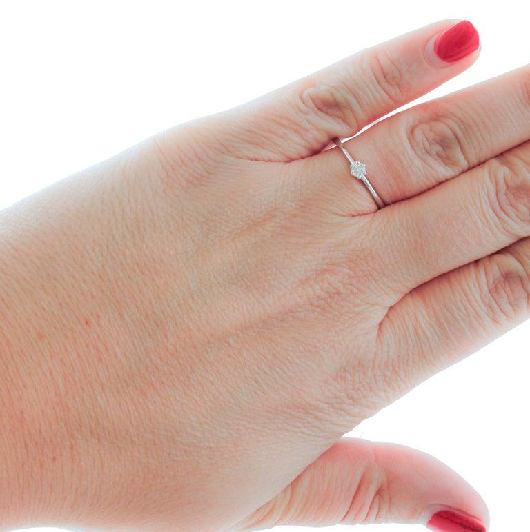 Women's Diamond, 18 Karat White Gold Solitaire/ Engagement Ring For Sale