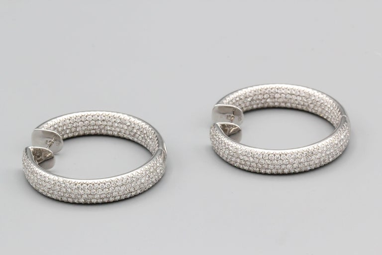 Impressive and contemporary diamond and 18K white gold