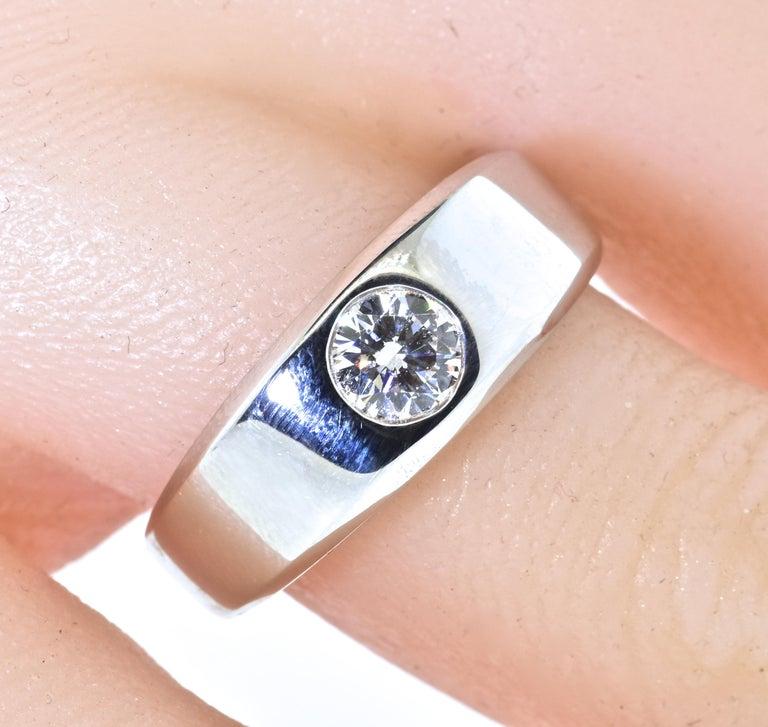 Diamond and 18 Karat White Gold Vintage Ring, circa 1960 2
