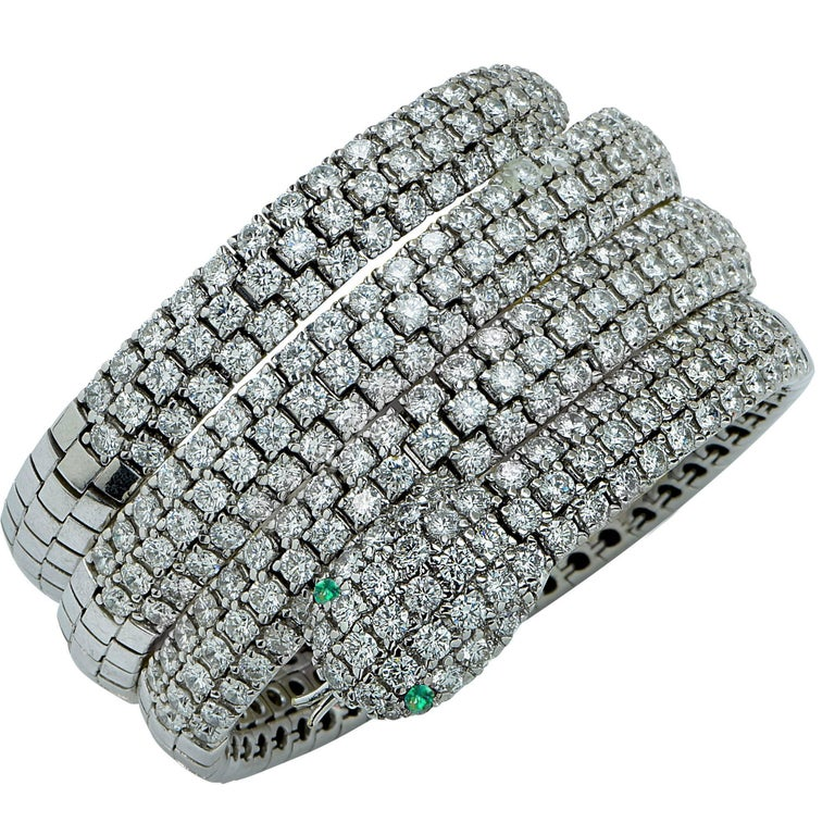 Modern Diamond and Emerald 18 Karat White Gold Snake Bangle For Sale