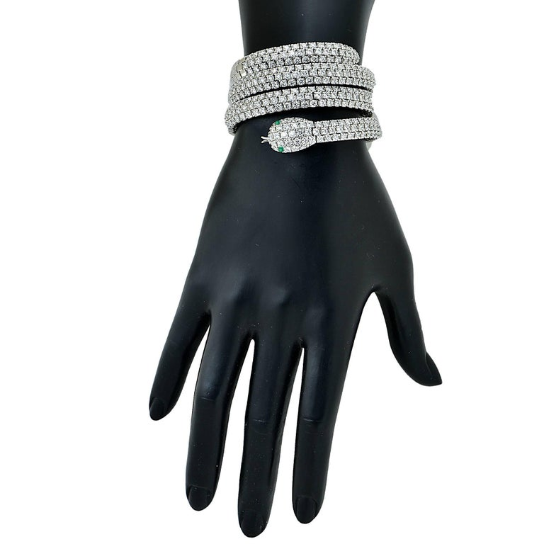 Round Cut Diamond and Emerald 18 Karat White Gold Snake Bangle For Sale