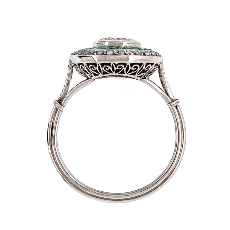 Women's Diamond and Emerald Art Deco Style Cocktail Platinum Ring Estate Fine Jewelry For Sale