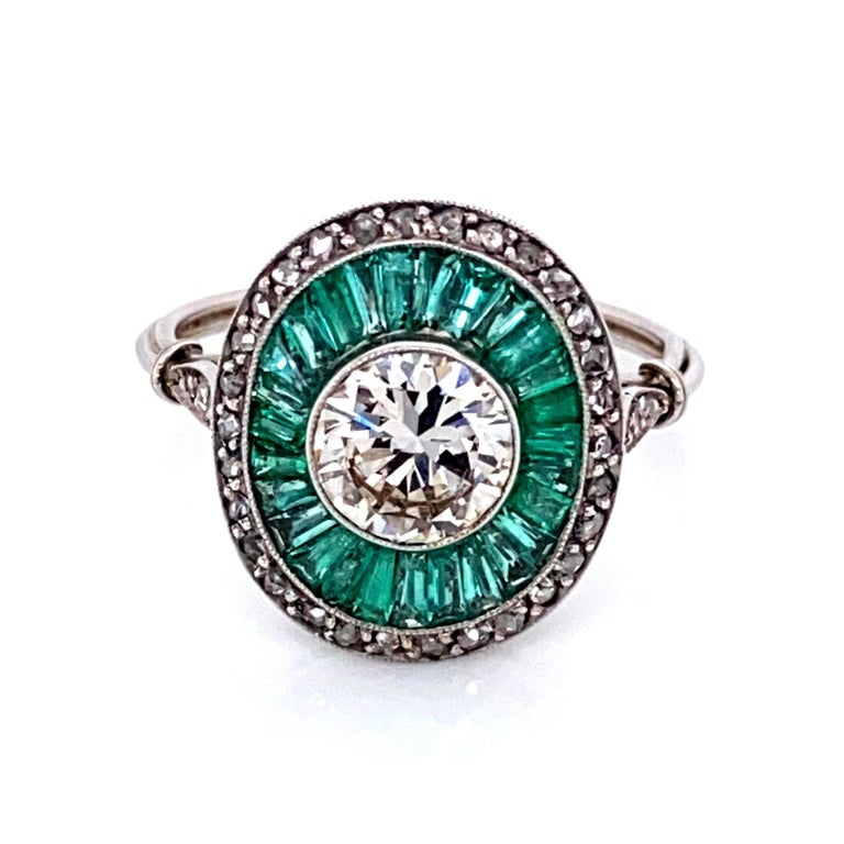 Diamond and Emerald Art Deco Style Cocktail Platinum Ring Estate Fine Jewelry For Sale 1