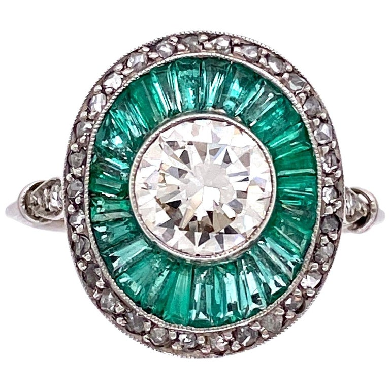 Diamond and Emerald Art Deco Style Cocktail Platinum Ring Estate Fine Jewelry For Sale