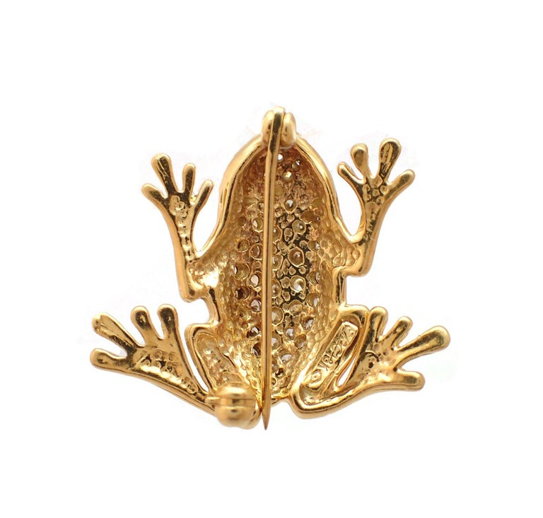 Contemporary Diamond and Emerald Frog Pin in 18 Karat Yellow Gold For Sale