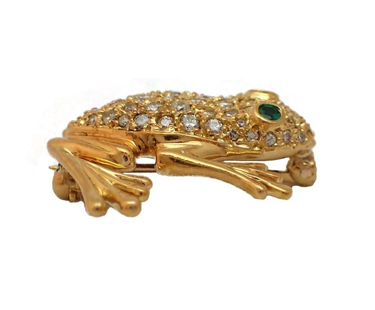Women's or Men's Diamond and Emerald Frog Pin in 18 Karat Yellow Gold For Sale