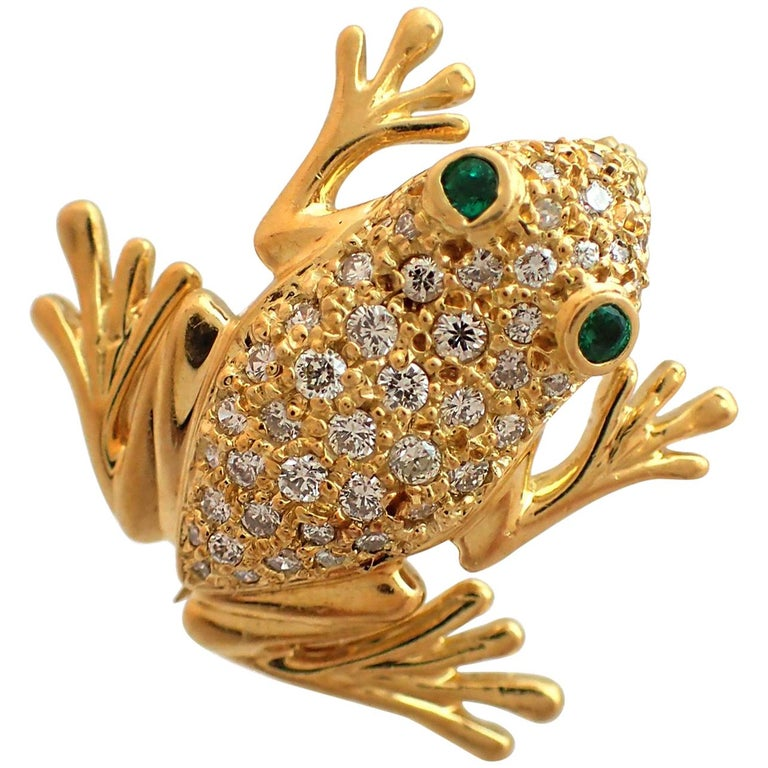 Diamond and Emerald Frog Pin in 18 Karat Yellow Gold For Sale