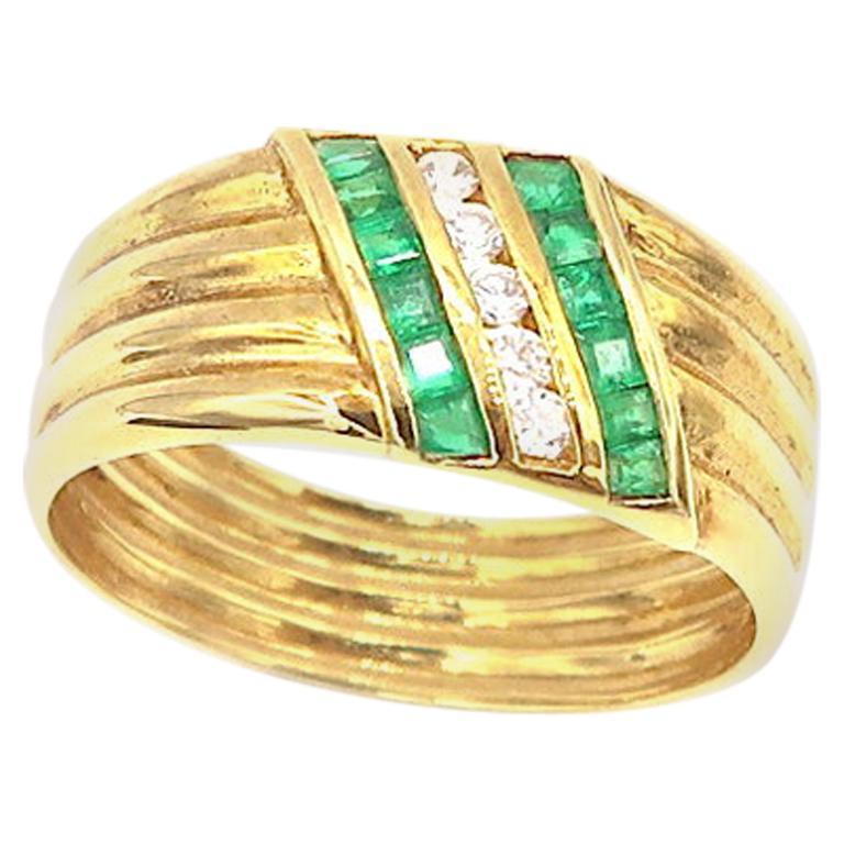 Diamond and Emerald Ribbed 18 Karat Yellow Gold Ring Band
