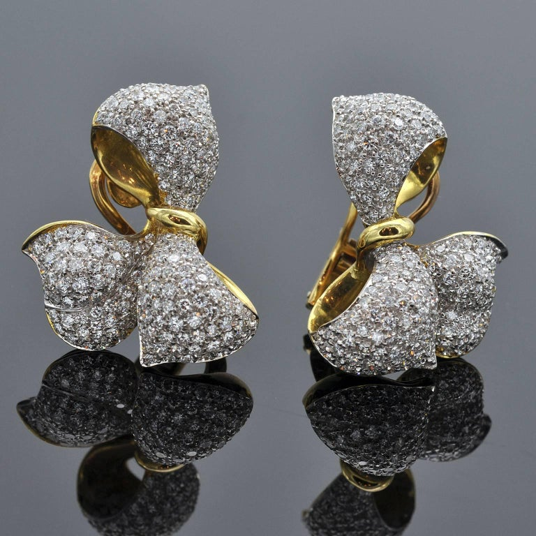 Modern Diamond and Gold Bow Earrings and Ring Set For Sale