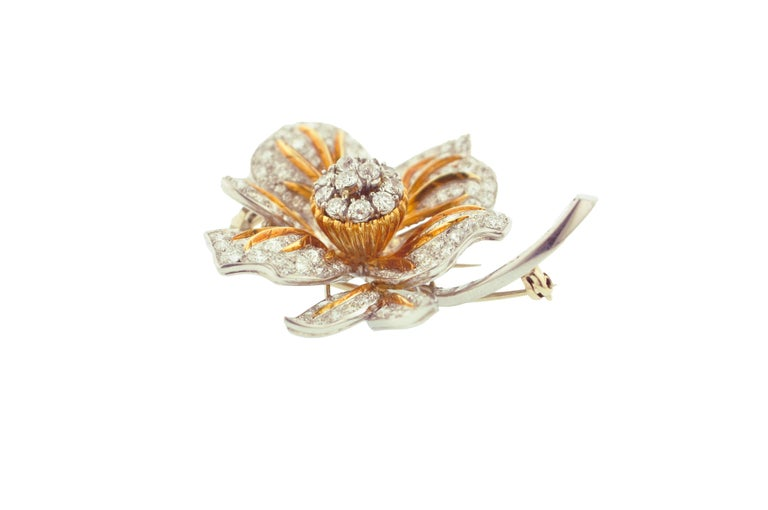 Diamond and Gold Flower Brooch In Excellent Condition For Sale In New York, NY