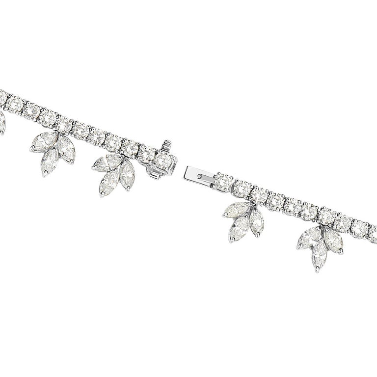 Diamond and Platinum Cluster Wreath Necklace In Excellent Condition For Sale In New York, NY