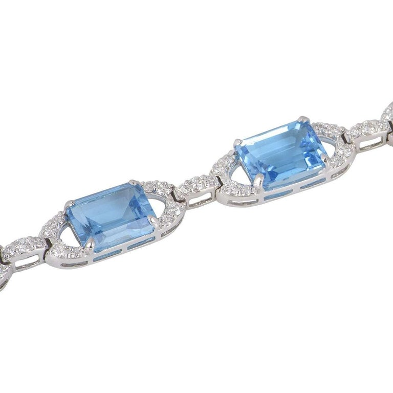 Diamond and Topaz Link Bracelet In Excellent Condition For Sale In London, GB