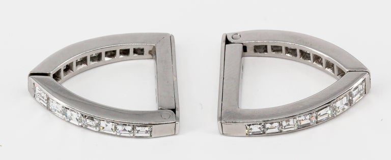 Diamond and White Gold Triangle Wrap-Around Cufflinks In Good Condition For Sale In New York, NY
