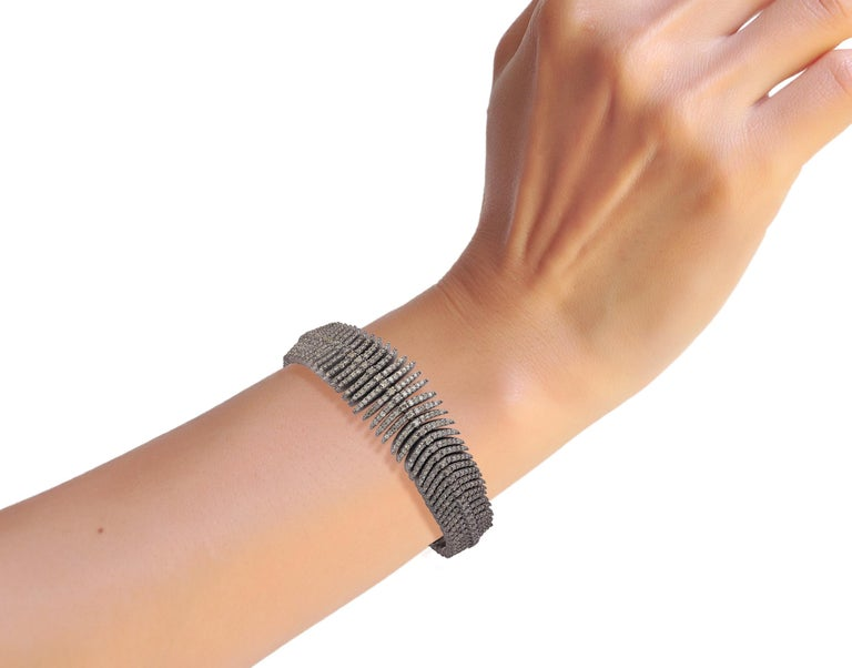 Round Cut Diamond Bracelet in Victorian Style For Sale