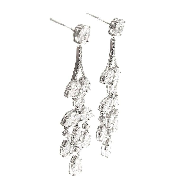 Modern Diamond Chandelier Cluster Earrings, 18 Karat White Gold, 5.53 Carat Diamonds For Sale