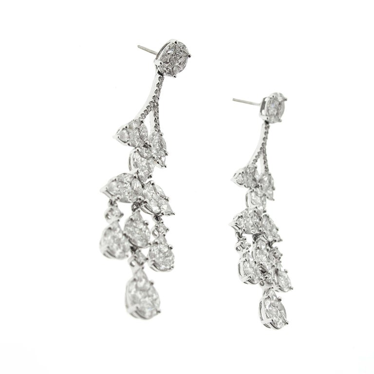 Diamond Chandelier Cluster Earrings, 18 Karat White Gold, 5.53 Carat Diamonds In Excellent Condition For Sale In Beverly Hills, CA