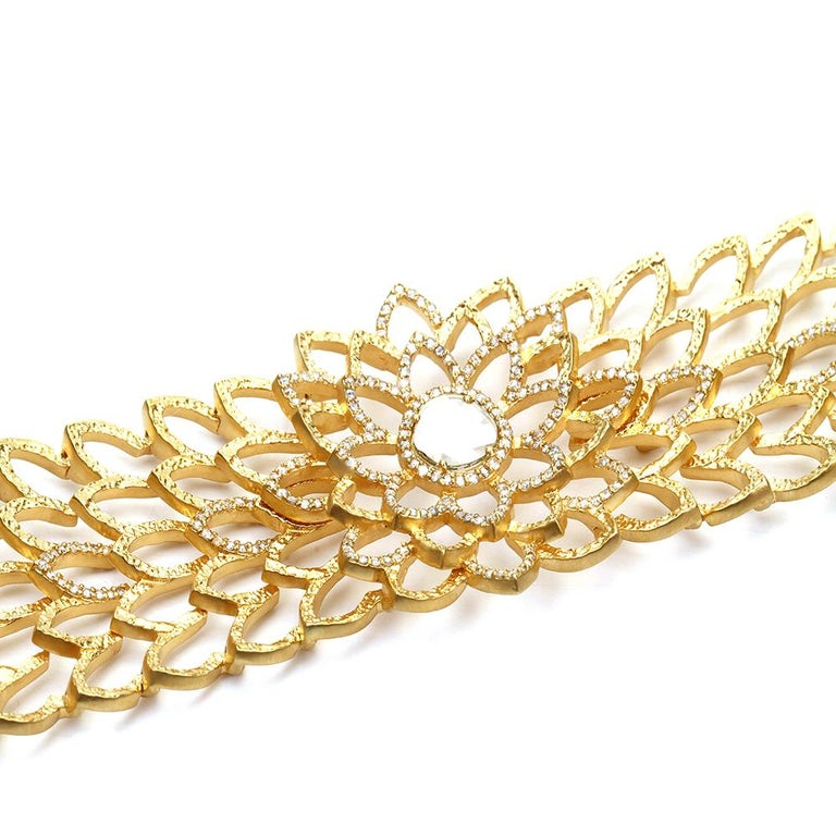 Contemporary Diamond Choker Necklace in 20K Yellow Gold with 3.0 Carat Diamonds For Sale