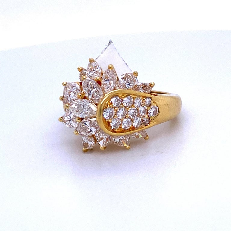 Contemporary Diamond Cluster Cocktail Ring 3.14 Carat 18 Karat Yellow Gold For Sale