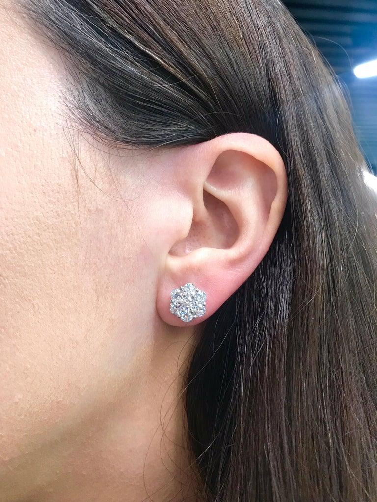 Diamond Cluster Floral Pendant Necklace 0.79 Carat 18 Karat White Gold For Sale 1