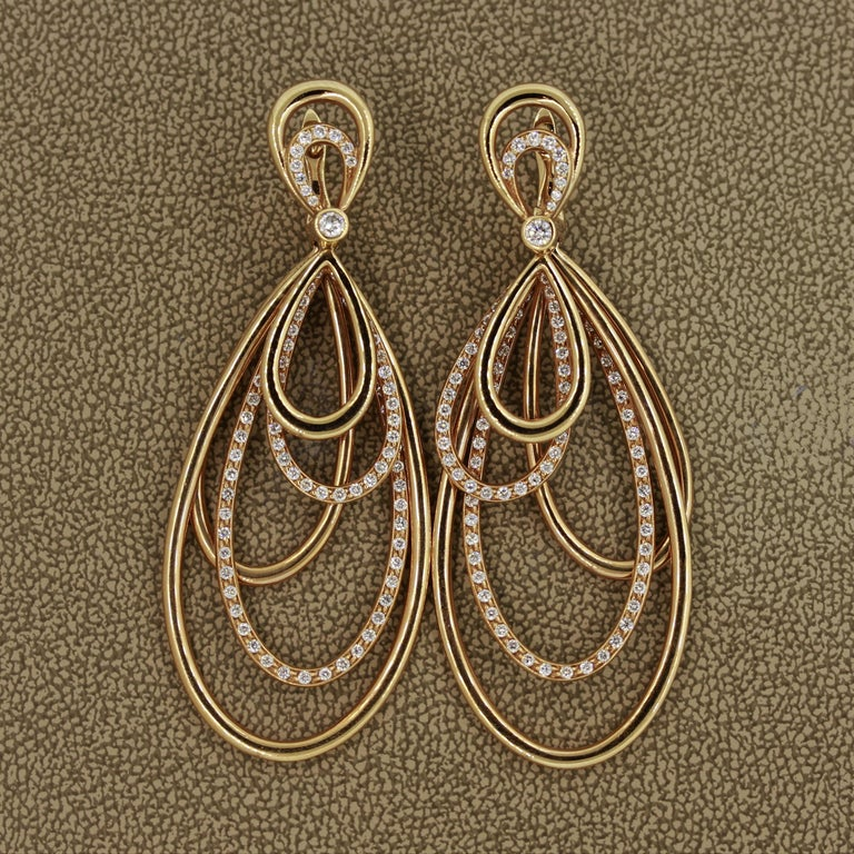 Diamond Dangle Gold Earrings In New Condition For Sale In Beverly Hills, CA