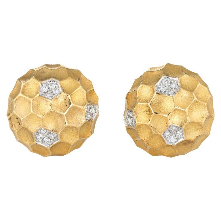 Diamond Dome Honeycomb Clip Earrings Vintage 18 Karat Gold Estate Fine Jewelry For Sale