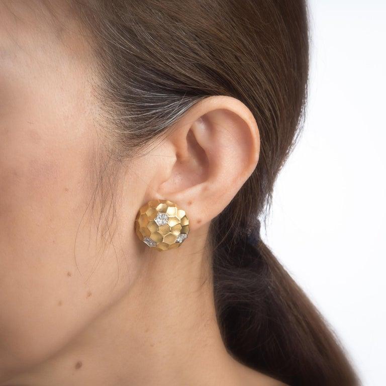 Round Cut Diamond Dome Honeycomb Clip Earrings Vintage 18 Karat Gold Estate Fine Jewelry For Sale