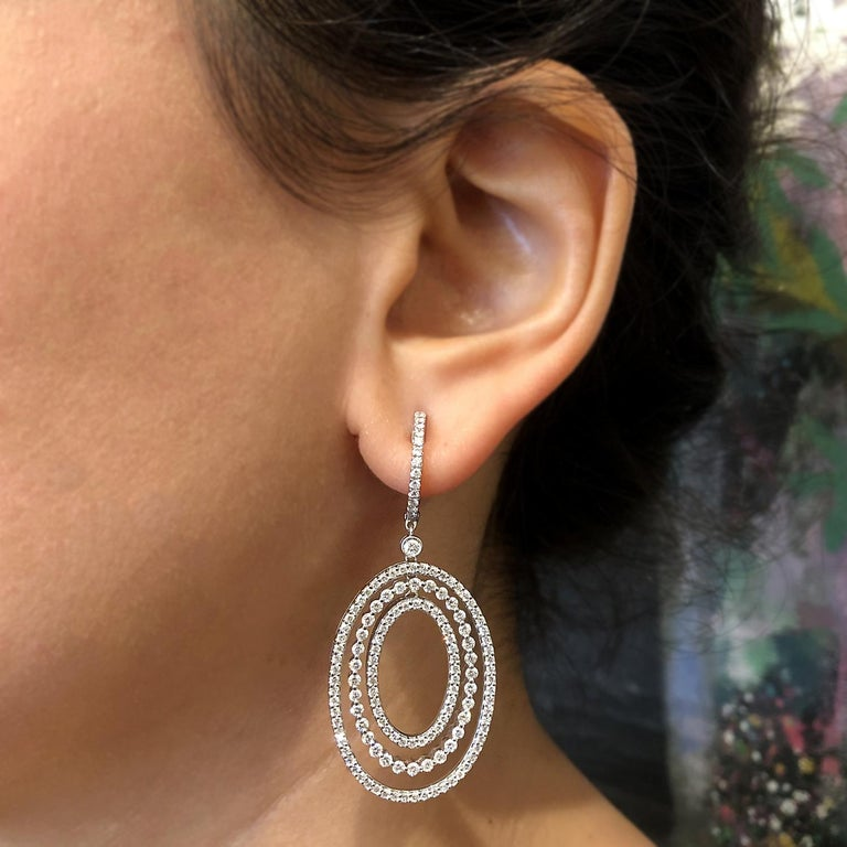 Diamond Drop Halo Dangle Gold Earrings In New Condition For Sale In Beverly Hills, CA