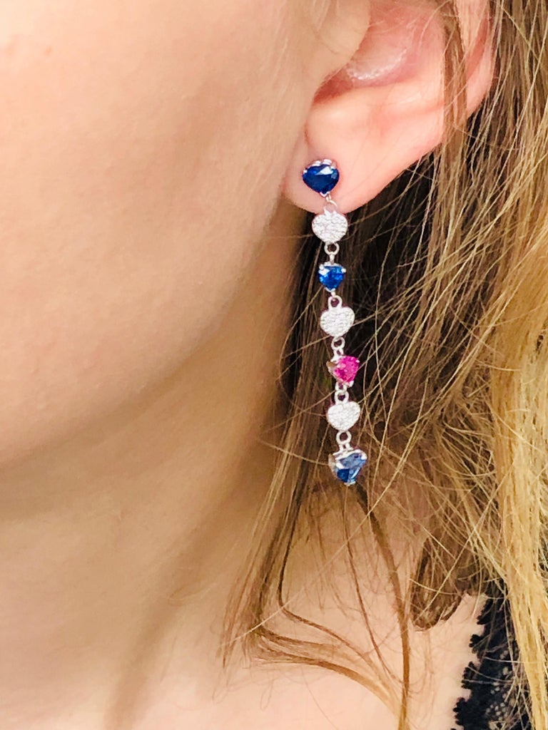 Contemporary Diamond Hoop Earrings with Heart Shape Ruby and Sapphire Drops Weighing 5 Carat For Sale