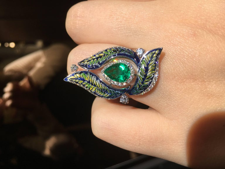 Diamond Emerald Green Micromosaic Ring In New Condition For Sale In London, GB